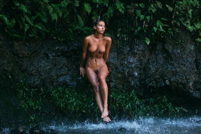 ベルギーモデル Marisa Papen(マリシア・パーペン) 大自然の中で撮影したヌード画像 11