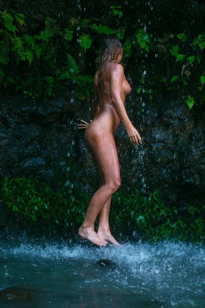 ベルギーモデル Marisa Papen(マリシア・パーペン) 大自然の中で撮影したヌード画像 12
