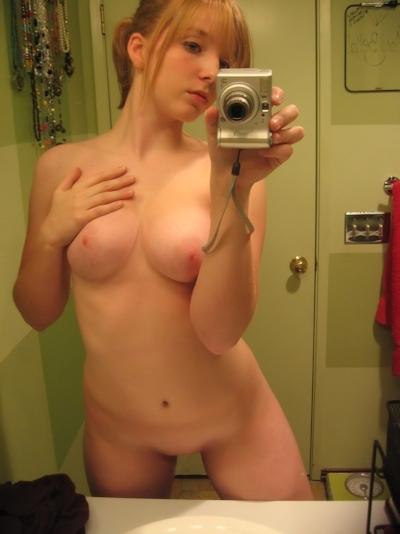 ピンク乳首で巨乳な金髪美少女の自分撮りヌード画像 13