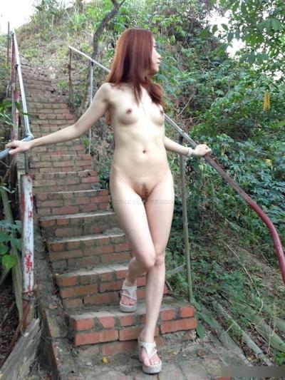 美乳な中国美女の野外露出ヌード画像 3