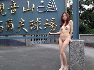 美乳な中国美女の野外露出ヌード画像 5