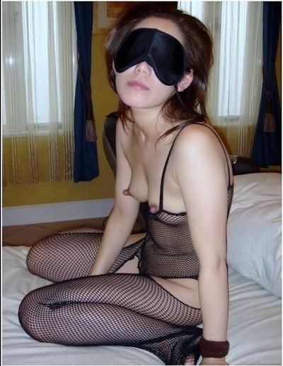 目隠しされてる素人女性のヌード画像 10