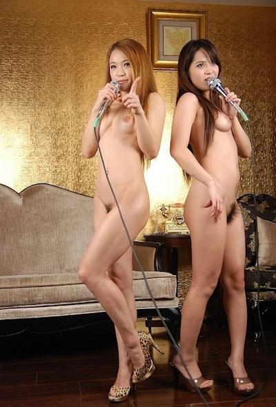 中国美女2人をホテルで撮影したヌード画像 2