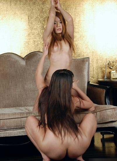 中国美女2人をホテルで撮影したヌード画像 19