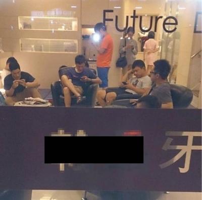 中国で歯科助手のユニフォームをミニスカートにしたら男性患者が殺到!? 4