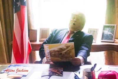 トランプが大統領になったらこんな感じにセクハラ三昧?という画像 1