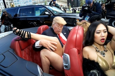 トランプが大統領になったらこんな感じにセクハラ三昧?という画像 14
