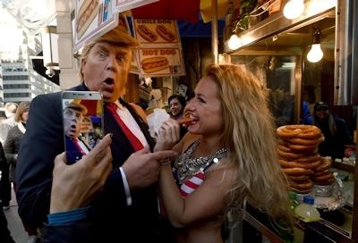 トランプが大統領になったらこんな感じにセクハラ三昧?という画像 15