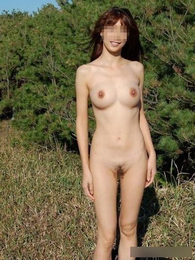 日本の素人女性の野外露出ヌード画像 4