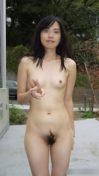 日本の素人女性の野外露出ヌード画像 16