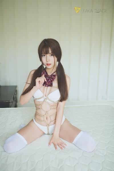 下着姿の美少女のセクシー緊縛画像 2