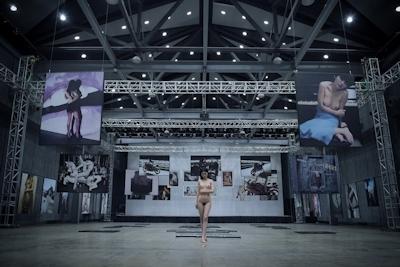 芸術大学の展示会された中国美乳美女モデルのアートなヌード画像 5