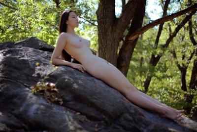 芸術大学の展示会された中国美乳美女モデルのアートなヌード画像 15