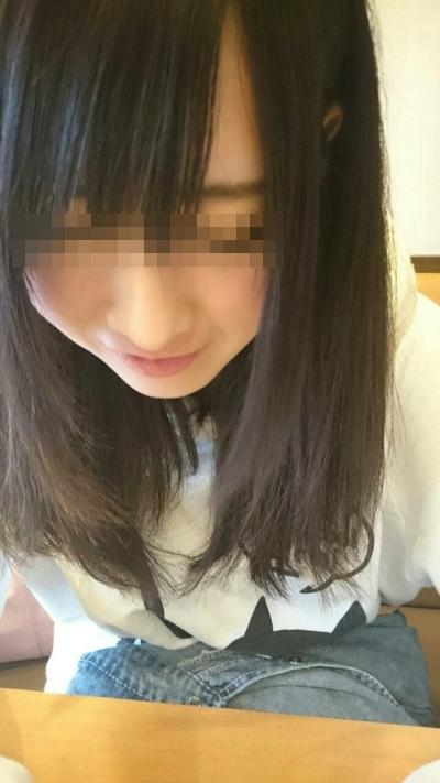 美乳な美少女のプライベートヌード画像 2