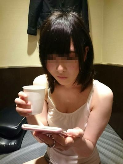 美乳な美少女のプライベートヌード画像 4