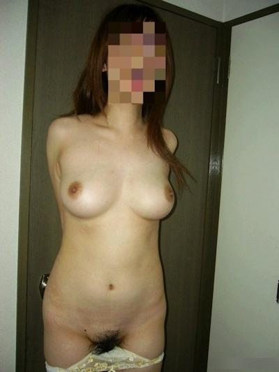 美乳&巨乳な素人女性の自分撮りおっぱい画像 8