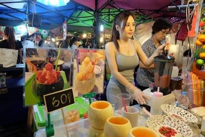 タイのジュース屋の巨乳美人店主 2