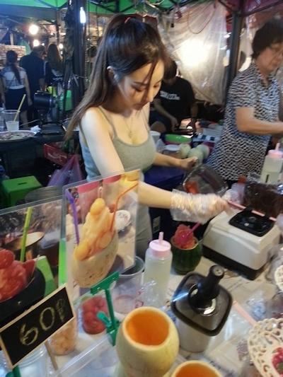 タイのジュース屋の巨乳美人店主 3