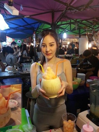 タイのジュース屋の巨乳美人店主 4