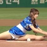 宇宙少女 ソンソが春麗コスプレで始球式の動画