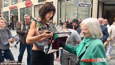 スイスの女性アーティスト Milo Moire(ミロ・モアレ)がおっぱいやマンコを触らせるパフォーマンスをして逮捕される