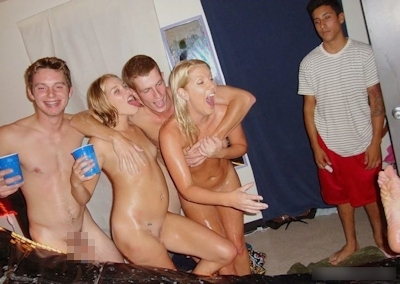 学生寮でヤリまくってる西洋の大学生たちのセックス画 17