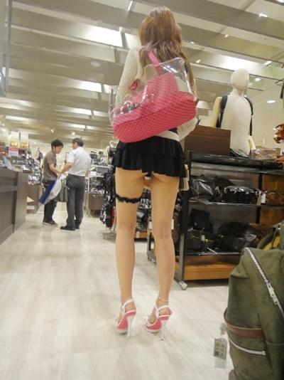 ノーパンで買い物してる女性がいたんで後をつけて隠し撮りしたという画像 8