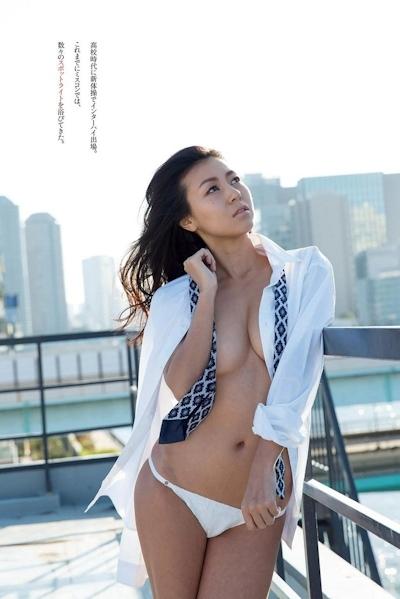 宇多田ヒカルのそっくりさん 若尾綾香 セクシーグラビア画像 4