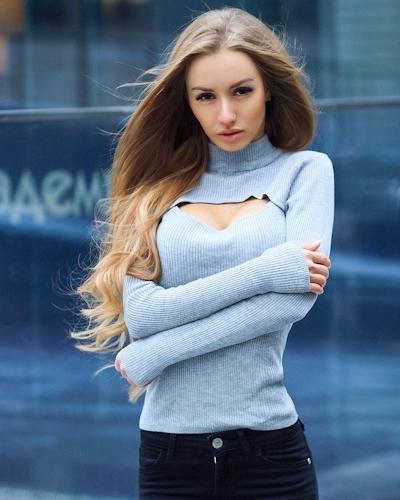 ロシアの美女モデル Valenti Vitel(ヴァレンティ・ヴィテル)のくびれボディがスゴイ 1