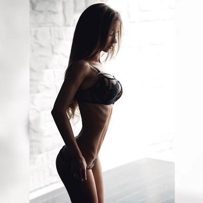 ロシアの美女モデル Valenti Vitel(ヴァレンティ・ヴィテル)のくびれボディがスゴイ 11