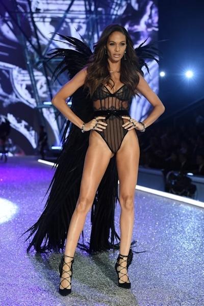 Victoria's Secret(ヴィクトリアズ・シークレット) ファッションショー2016 10