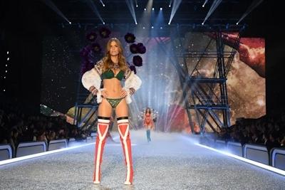 Victoria's Secret(ヴィクトリアズ・シークレット) ファッションショー2016 44