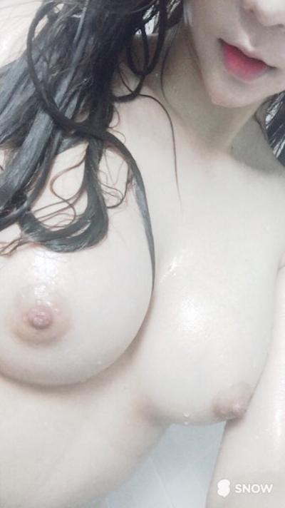 韓国の美乳な素人美女の自分撮りヌード画像 7