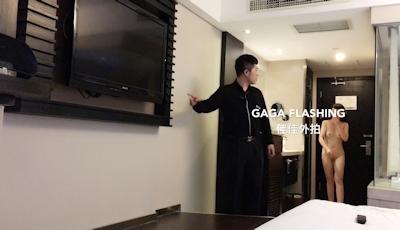 テレビが映らないとホテルマンを部屋に呼んで全裸で出迎えちゃう中国女性の露出プレイ画像 2