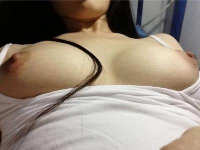 美巨乳なガールフレンドのヌード画像 4