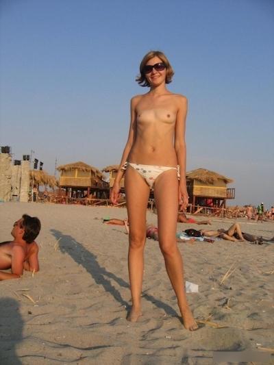 ヌーディストビーチの美女たちの画像 14