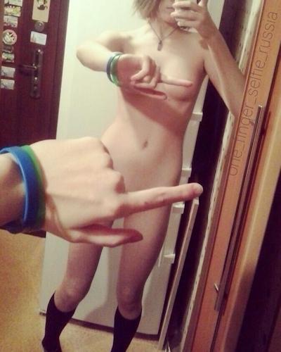 ロシアでも One finger selfie challenge(ワンフィンガー・セルフィー・チャレンジ) 流行中 6