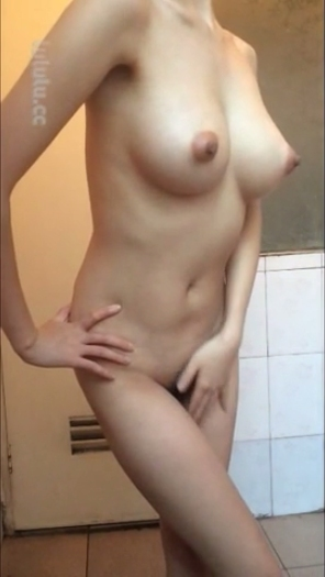美巨乳な女性の自分撮りヌード 4