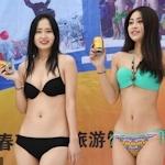 中国 長春でビキニ美女モデルが雪の中プロモーション活動