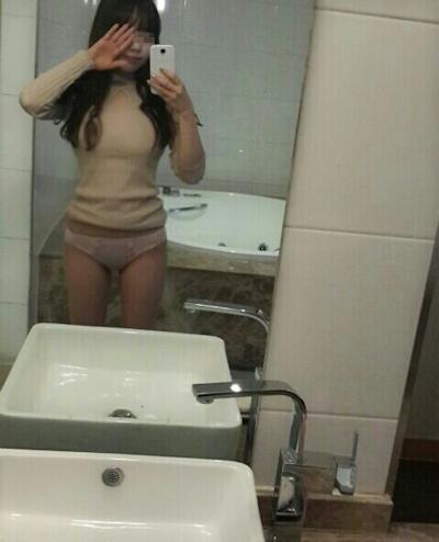 美乳な韓国の美少女の流出ヌード画像 4