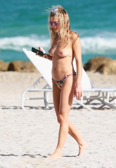 DJ&モデル Chelsea Leyland(チェルシー・レイランド) パパラッチされたトップレス画像 2