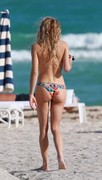 DJ&モデル Chelsea Leyland(チェルシー・レイランド) パパラッチされたトップレス画像 4