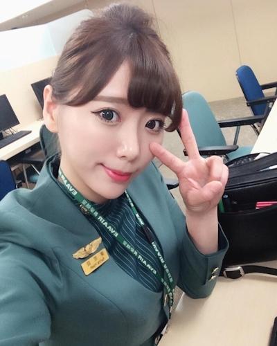 長榮航空(エバー航空)のCA 花子(Karina)が美人でセクシーと話題 1