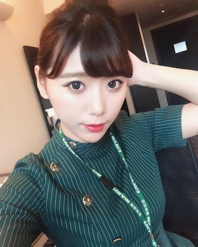 長榮航空(エバー航空)のCA 花子(Karina)が美人でセクシーと話題 3