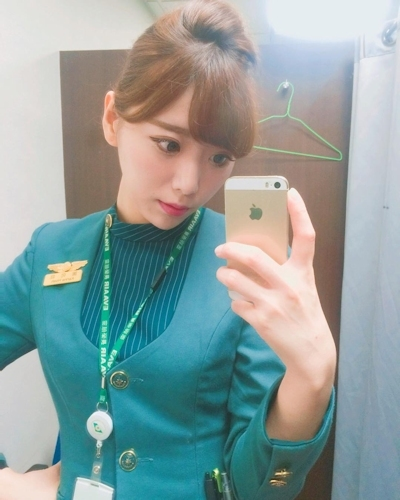 長榮航空(エバー航空)のCA 花子(Karina)が美人でセクシーと話題 4
