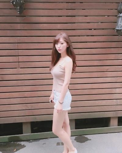 長榮航空(エバー航空)のCA 花子(Karina)が美人でセクシーと話題 11