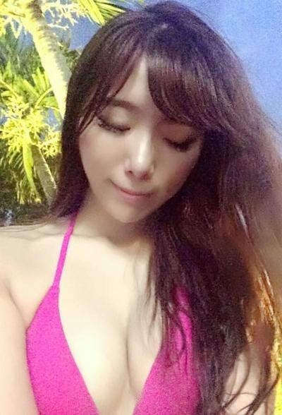 長榮航空(エバー航空)のCA 花子(Karina)が美人でセクシーと話題 15