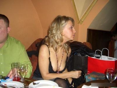 西洋美女のおっぱいポロリ・乳首チラ画像 6