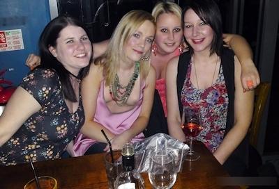 西洋美女のおっぱいポロリ・乳首チラ画像 7