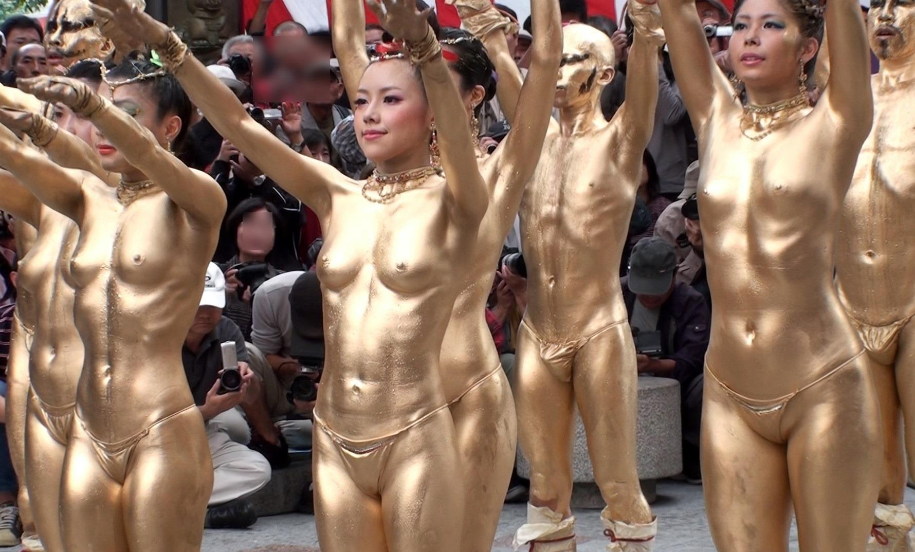 金粉ショー 盗撮 大須大道町人祭のエロい金粉ショーで岡本彩という可愛い娘さんのオッパイが揺れまくってる動画www